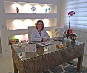 Dra. Ana Claudia F. Simões
